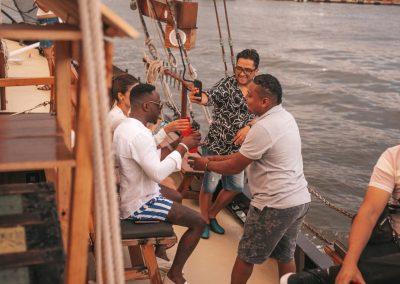 Sunset Boat Tour Cartagena La Fantastica -Drinks